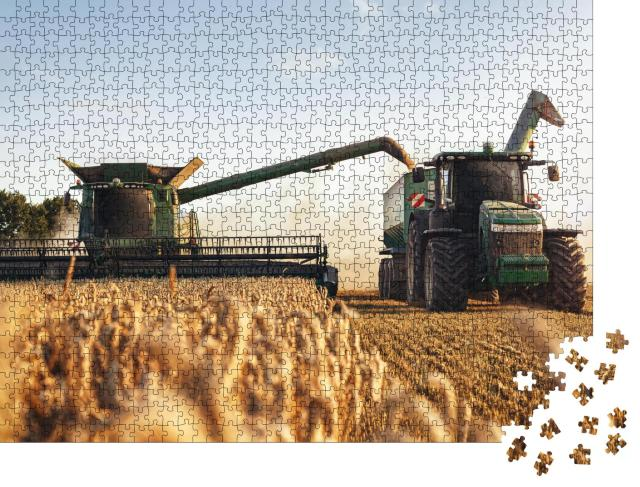"""Puzzle 1000 Teile """"Mähdrescher und Traktor bei der Arbeit auf einem Weizenfeld"""""""