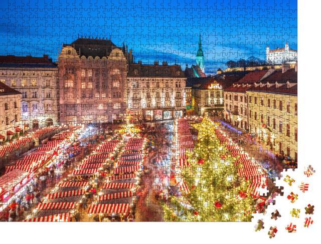 """Puzzle 1000 Teile """"Weihnachtsmarkt im historischen Zentrum der Stadt Bratislava, Slowakei"""""""