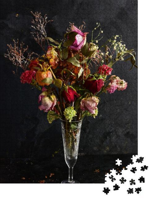 """Puzzle 1000 Teile """"Ein Strauß getrockneter Blumen in einer Kristallvase"""""""
