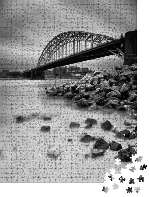 """Puzzle 1000 Teile """"Brücke über den niederländischen Fluss Waal"""""""