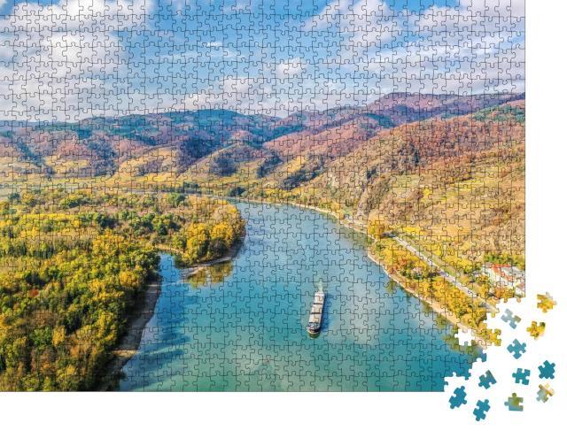 """Puzzle 1000 Teile """"Panorama des Wachautals mit Schiff auf der Donau"""""""