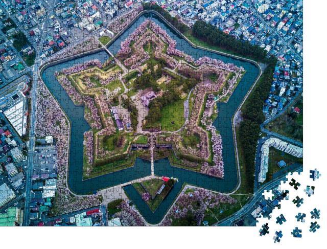 "Puzzle 1000 Teile ""Kirschblüte am sternförmigen Fort Goryokaku, Hokkaido, Japan"""