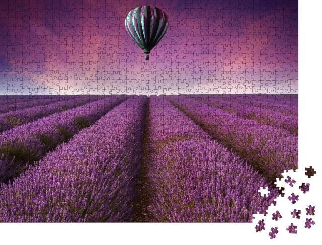 """Puzzle 1000 Teile """"Heißluftballon über einem unendlichen Lavendelfeld"""""""